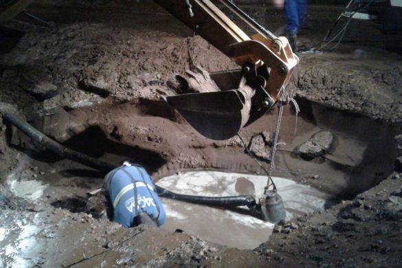 15.06.2017 Rotura red de agua calle Bolivia (2)